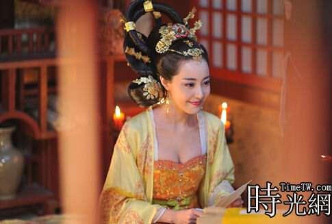 武媚娘傳奇中高陽公主扮演者是誰?在《武媚娘傳奇》中,高陽公主是由米露扮演的,唐太宗李世民有二十一個女兒,高陽是十七女高陽