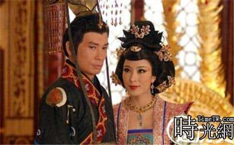 唐宣宗李忱(左)劇照