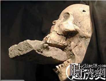 「吸血鬼」女屍頭骨