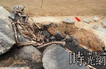 青銅時代女屍遺骨