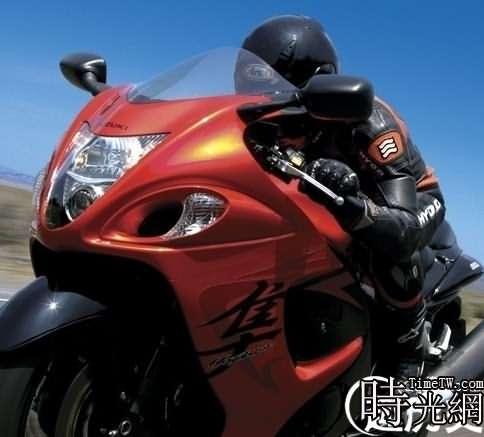 30多輛摩托高速飆車
